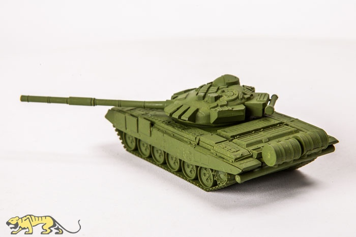 Soviet Main Battle Tank T-72B  7400 Zvezda  1:100 New!