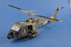UH-1 Huey B-501st Aviation Battalion Firebirds - Finished / Pre-Build
