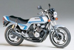 Honda CB750F Custom Tuned - 1/12