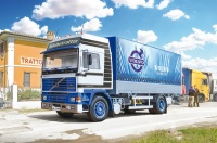 VOLVO F16 Globetrotter Canvas Truck with elevator - 1/24