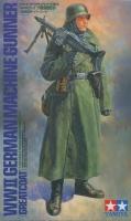 Deutscher MG Schütze im Soldatenmantel