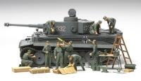 Deutsche Panzerbesatzung in der Feldinstandsetzung - 1:48