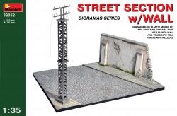 Straßenabschnitt mit Mauer und Telegrafenmast - 1:35