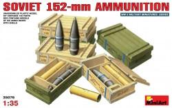 Sowjetische 152mm Munition mit Munitionskisten