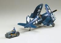 Vought F4U-1D Corsair mit Motor-Schlepper (Moto-Tug) - 1:48